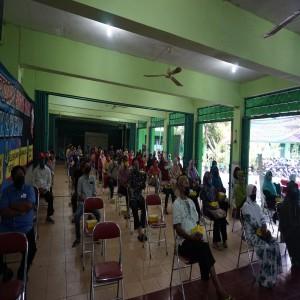 Penyerahan peserta didik bari ke sekolah