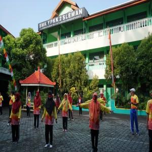 Jumat Sehat, SMK YPKK 2 SLEMANGelar Kegiatan Senam Bersama Di Lapangan Sekolah